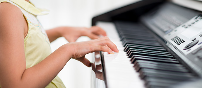 kids-playing-the-piano